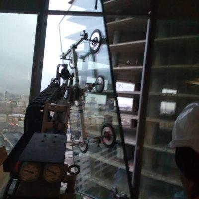 стекло-робот для стекла